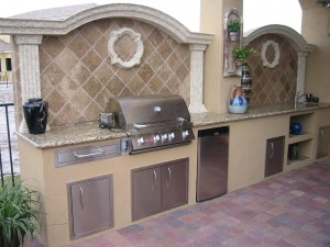 outdoor kitchen with built in bull bbq grill