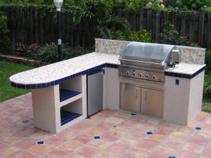 custom outdoor summer kitchen L design with outdooe bar seating